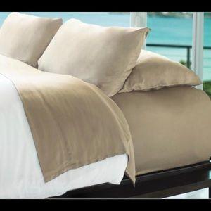 NEW WITH TAGS Cariloha Resort bamboo sheet